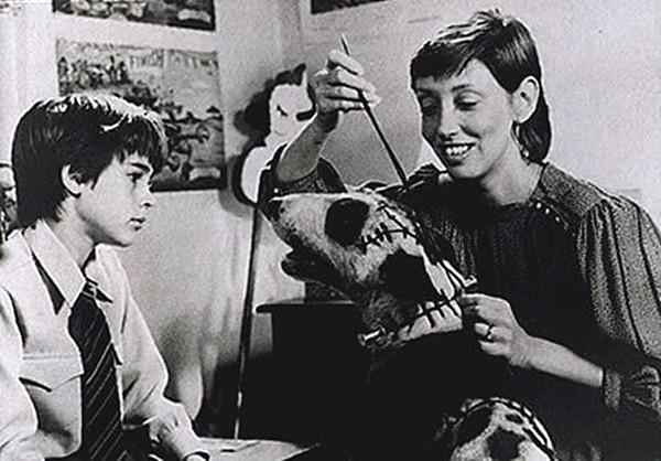 La vie ne tient bel et bien qu'à un fil (...de Synema) ! A gauche : Barrett Oliver, à droite : Shelley Duvall, au centre : une vedette raccommodée (ou incommodée ?)...