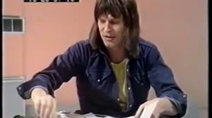 Terry Gilliam, jeune, fuyant du regard un minuteur décapité...