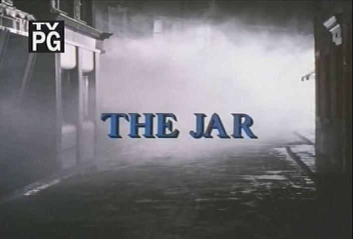 """""""The Jar"""" ! C'est pas moi qui le dis : voyez, c'est écrit là ! Bleu sur gris !"""