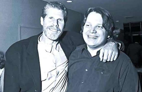 Ron Perlman (à gauche) avec Guillermo Del Toro (à droite). Etrange : l'un des deux ne fixe pas la caméra... Y a-t-il un signe là-dessous ?