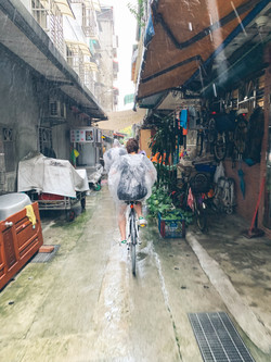 Morning Tour Alleyway in the rain