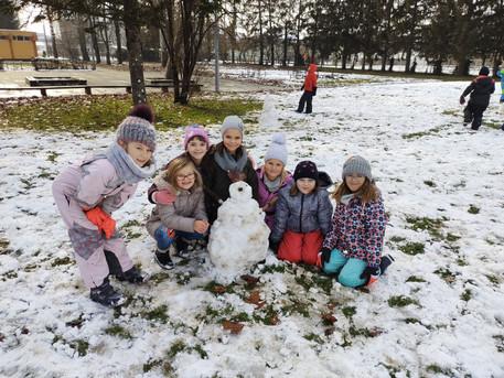 Snijeg, knjižnica, pjesma, ples i malo matematike