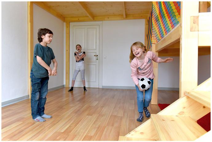 Spielzimmer mit Hochebene