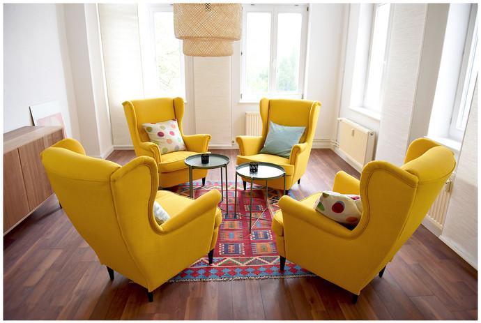 gelbes Gesprächszimmer