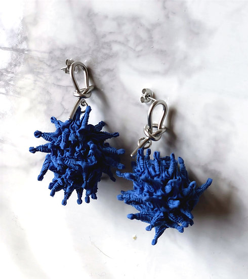 kumo pon earrings Blue
