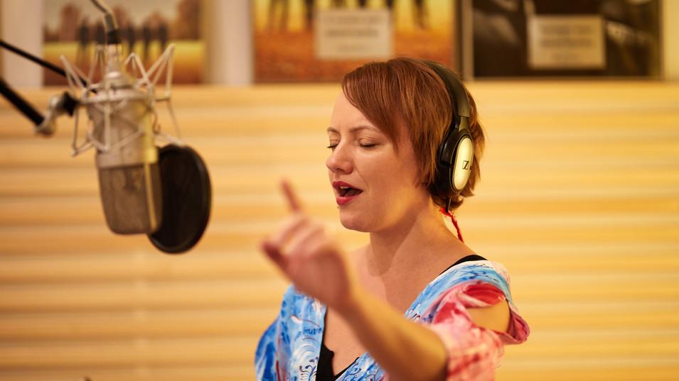 Milli Janatková nahrávání alba Hluboko