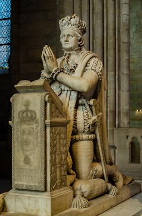 statue_de_Louis_XVI_à_genoux_basilique_