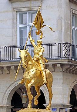 Statue_of_Jeanne_d'Arc_in_Paris,_Place_d