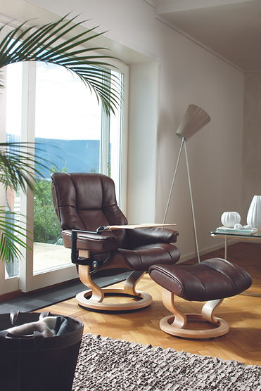 A bestseller for a reason, the Stressless® Mayfair has that trademark Stressless® look, elegant & laid back. Superior comfort technology makes this an excellent representative of the Stressless® tradition. The Stressless® Mayfair recliner design is available in multiple versions, leathers, and sizes, customize your own today at Furniture Solutions in Appleton, WI.