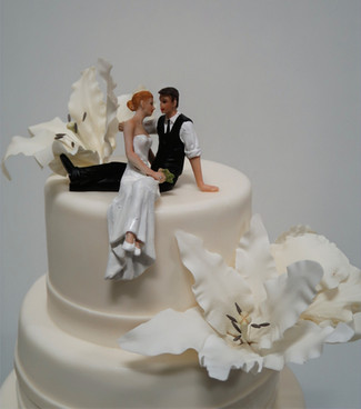 Zittend bruidspaar taarttopper