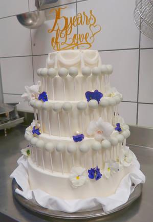 Chocolade lolly toren met mini bruidstaart