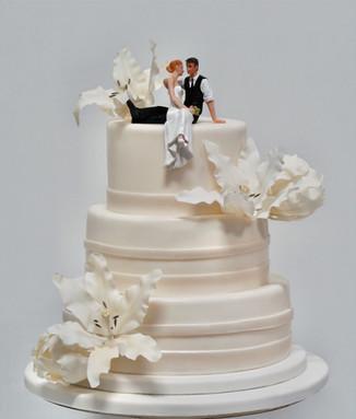 Romantische bruidstaart met Lelie suilerbloemen