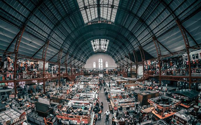 Un mercado inaugurado por el General Por