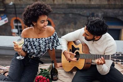 Couple-enjoying-picnic-scaled-e161885453
