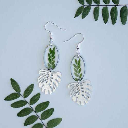 Honey Locust Leaves in Silver Oval with Monstera Accent