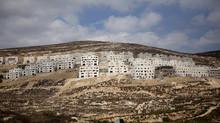 Para onde o debate e a manutenção ou mudança da política de assentamentos leva a sociedade e o Estad