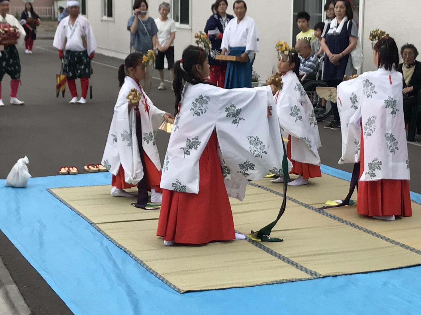 神幸式で舞姫さんたちが舞を奉納してくださいました