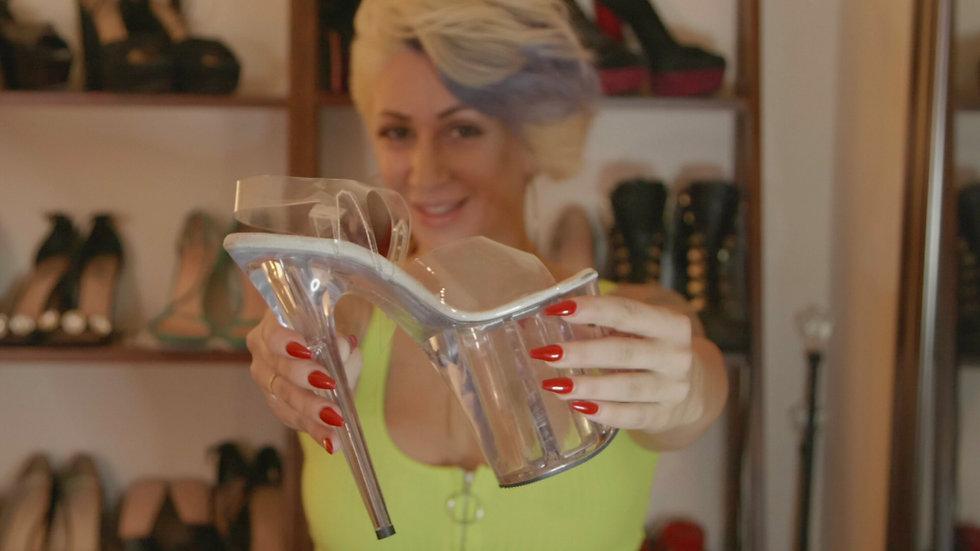 Della - Shoe.jpg