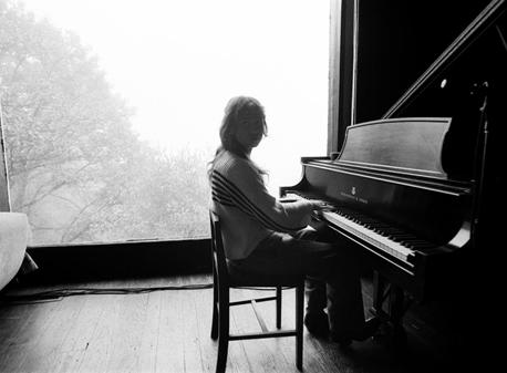 """Escucha """"Sling"""", segundo álbum de la joven y talentosa cantautora/productora Clairo"""