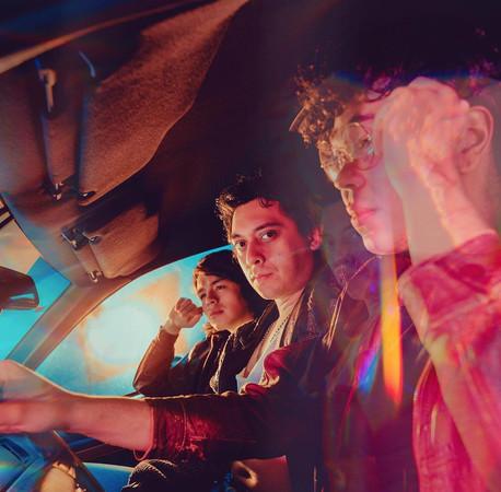 "Fortuna Night comparte ""Tintes Retro"", pista Synthpop que combina baladas y chillwave ochentero"