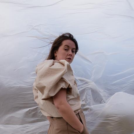 Te presentamos el pop bailable e irresistible de Mia Berg, cantautora Noruega que te va a encantar