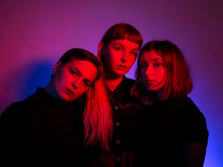 Melancolía y nostalgia desde Suecia con el trío CHIVVY y el tema Deeper Blue