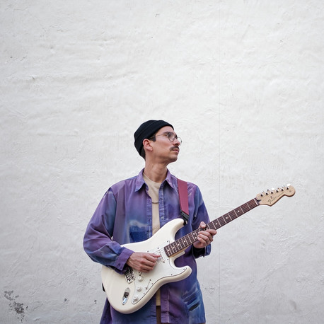 Desde Venezuela llega Ferraz a contagiarnos good vibes con su música, conócelo aquí