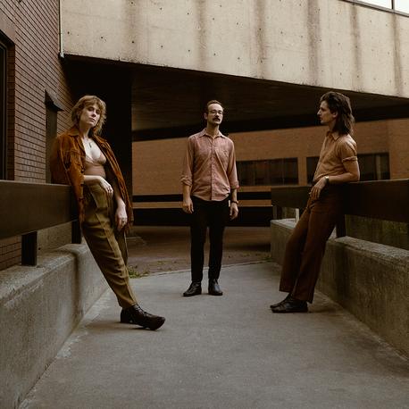 """Tras dos años la banda canadiense Ellevator está de vuelta con el tema """"Easy"""", indie rock del bueno"""