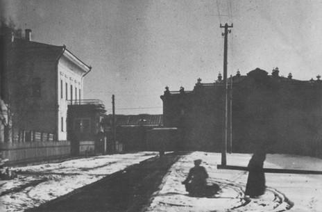 Olga sleight ride Tobolsk 1917-b.jpg
