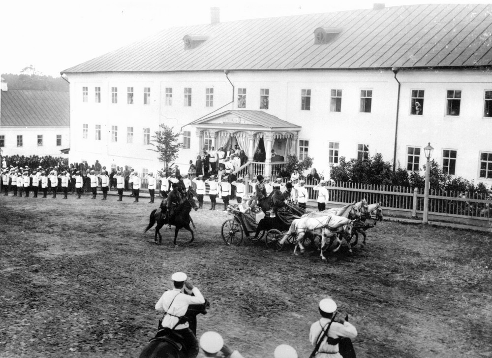 The Royal family entering Sarov Monastery