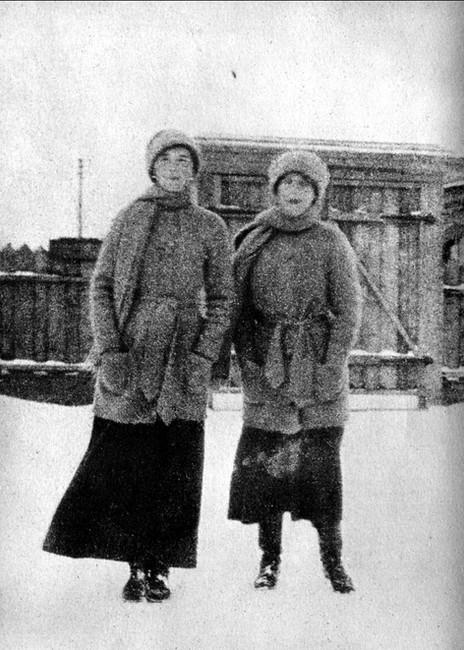 7 OlgaNastya1917-00.jpg