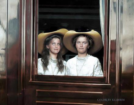 maria-and-olga-romanov------1912_3144146