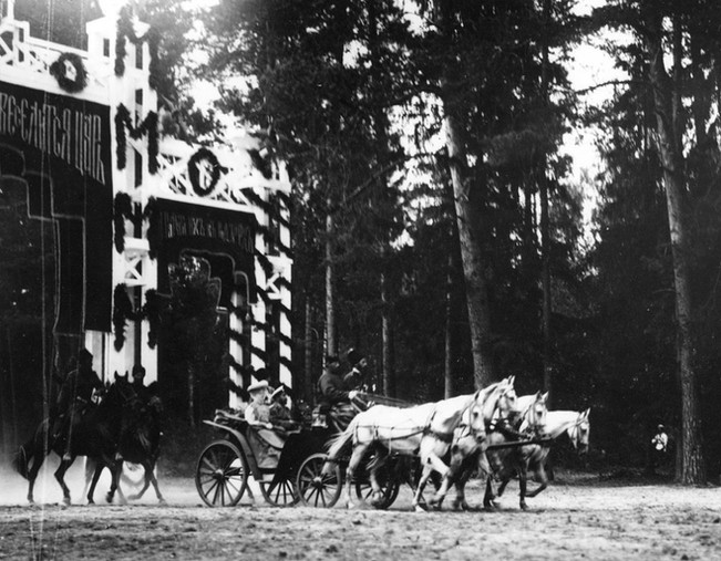 Triumphal entrance of the Imperial carriage into Tambov Province