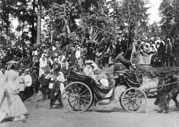Alexandra & Elizabeth driving to St Seraphim's spring