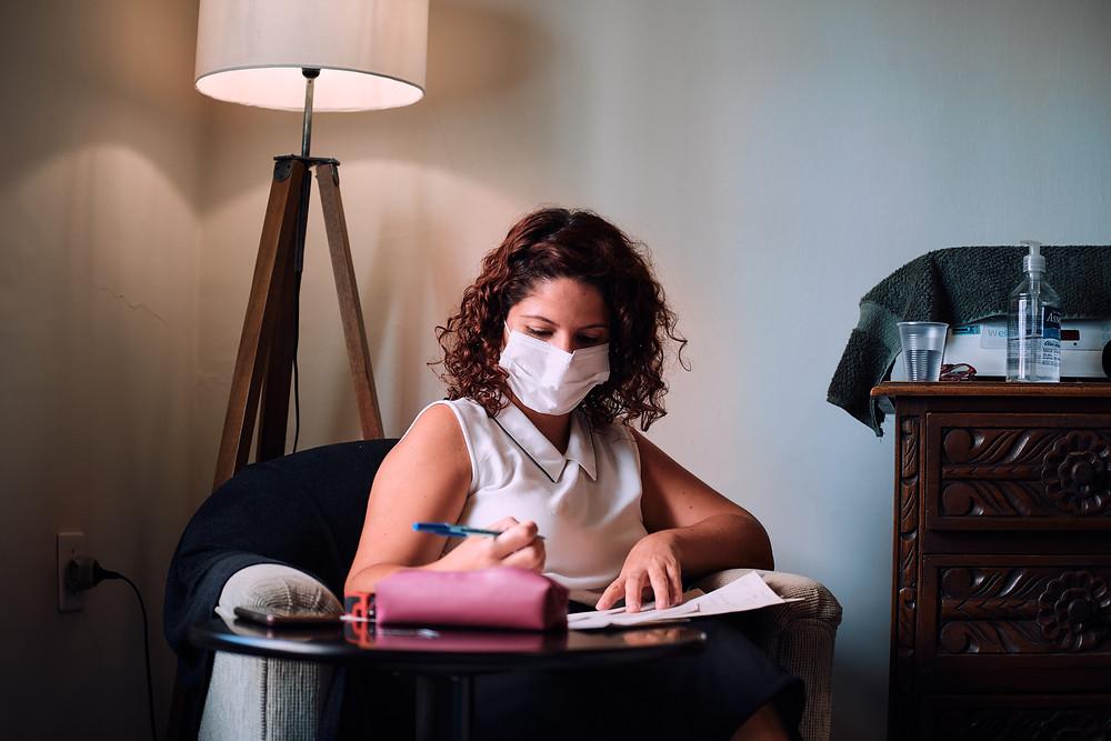 Andrea Rebello ginecologista e obstetra em consulta