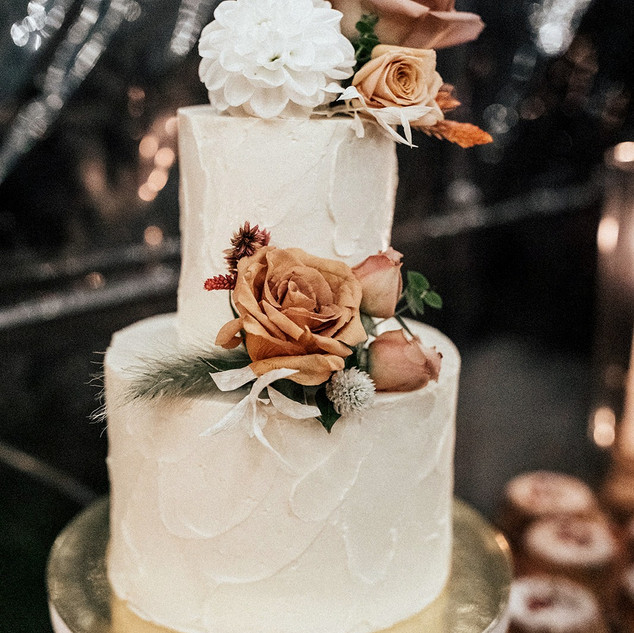Micro wedding cake with fresh flowers