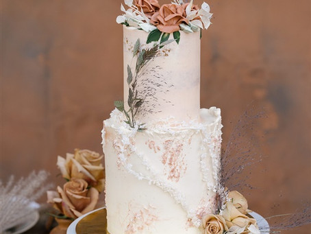 Micro Wedding Dessert Inspiration: Mini cakes and dessert table options for foodie brides