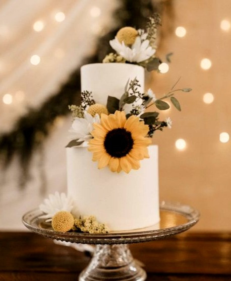 Elopement mini 2 tier cake with fresh flowers