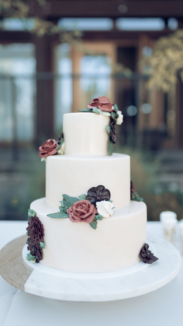 Wedding cake - mirror glaze with buttercream flowers