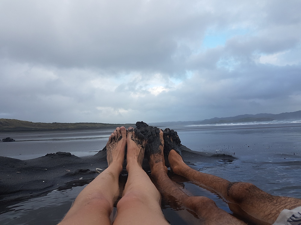 kawhia hot water beach, legs, black sand