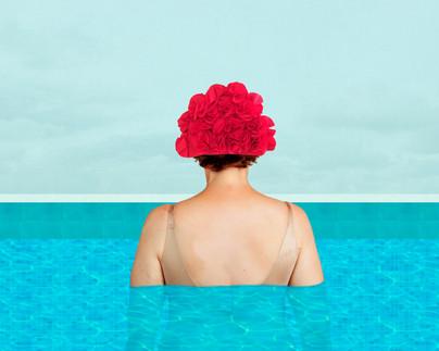 femme piscine à plat.jpg