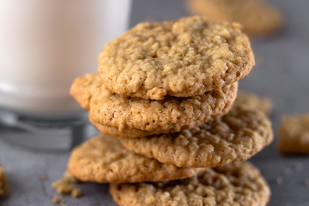 Easy oatmeal cookies recipe with few ingredients