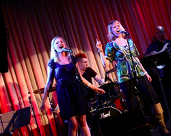 Singing with Lauren Kennedy