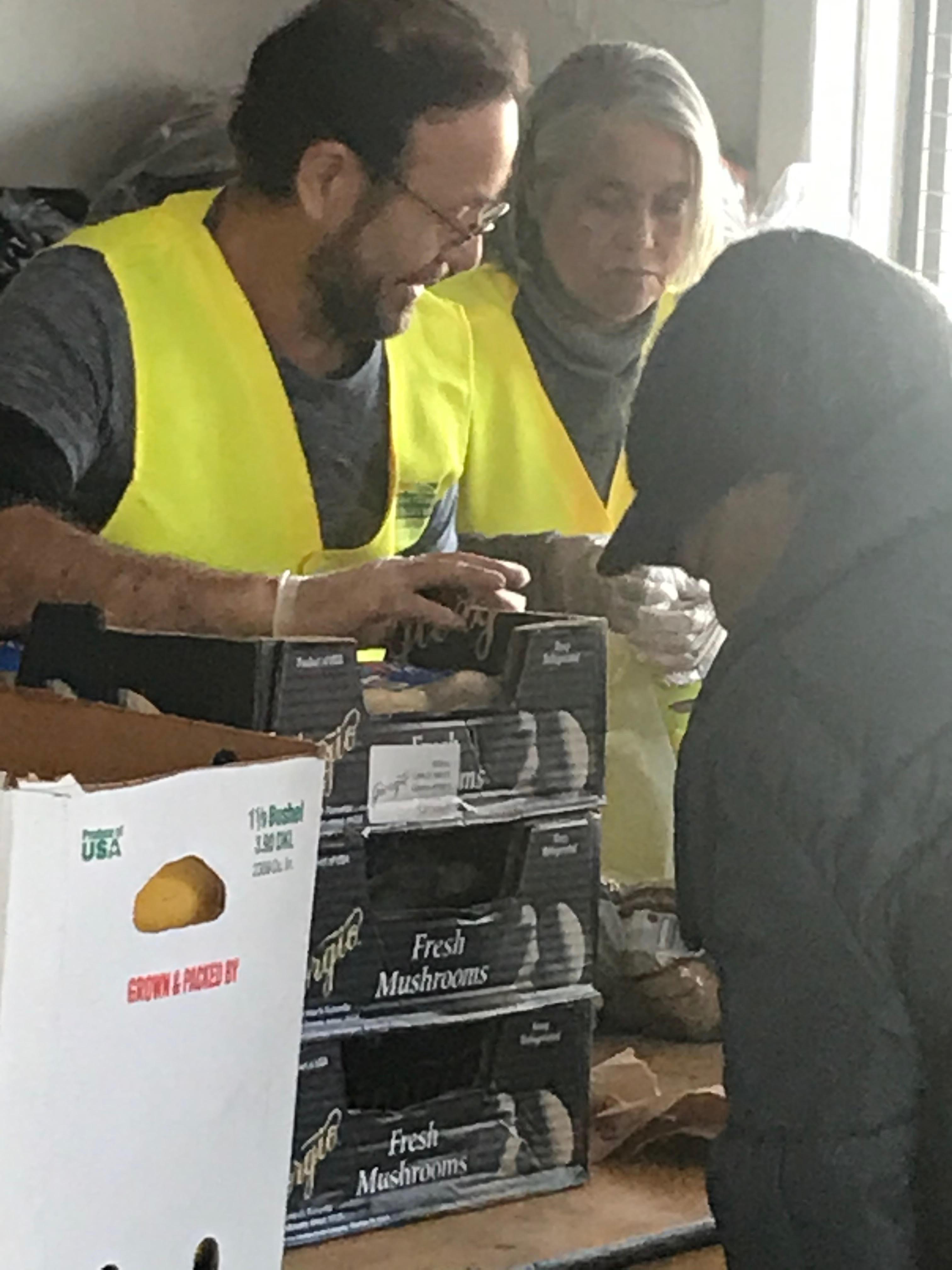 Food pantry workers2