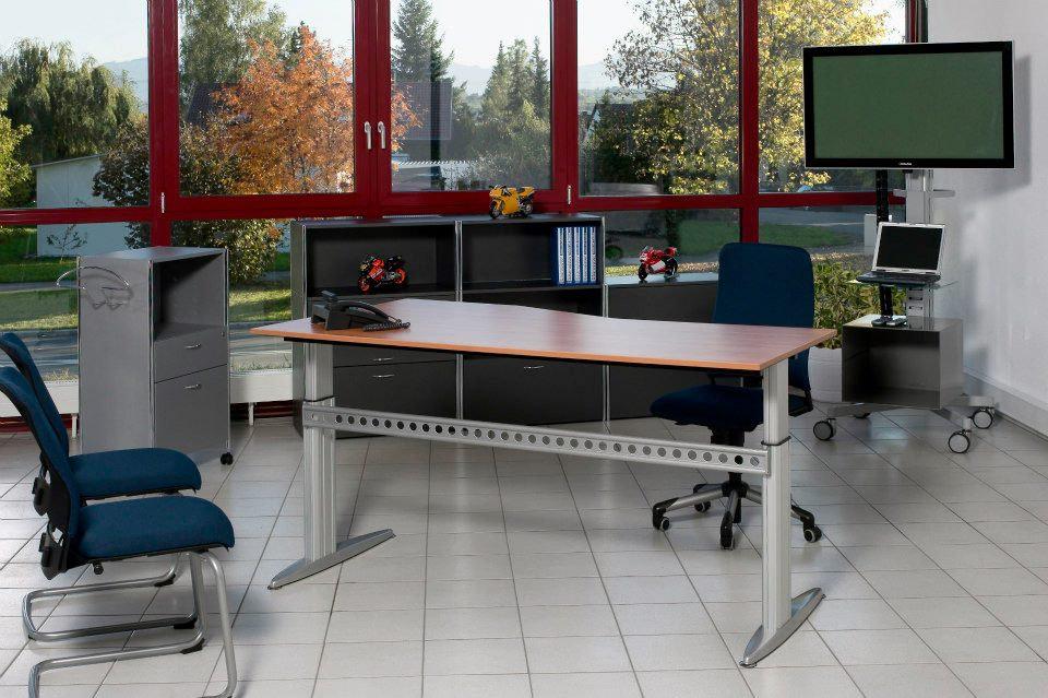 שולחן משרדי תוצרת גרמניה