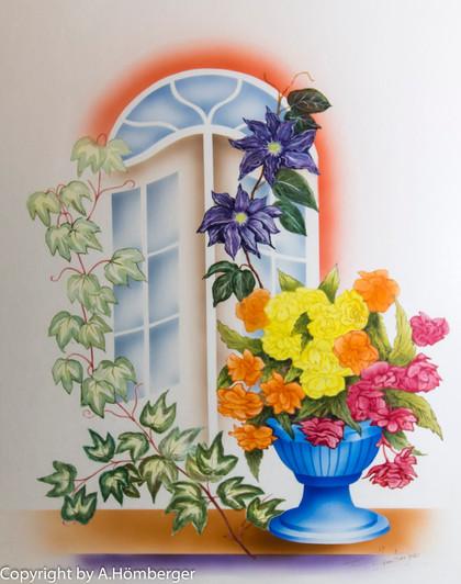 Blumenschale am Fenster