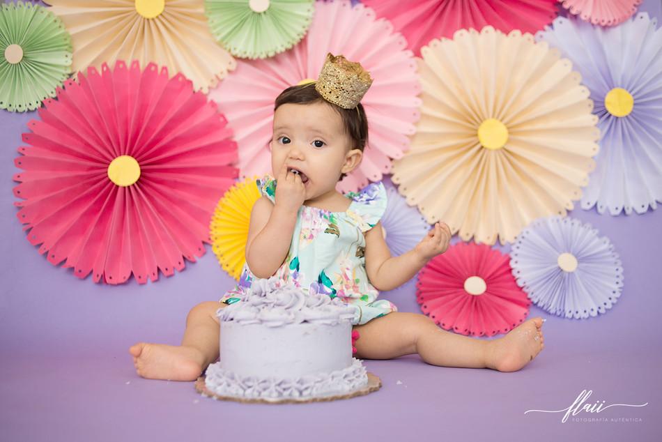 Luciana Smash the Cake