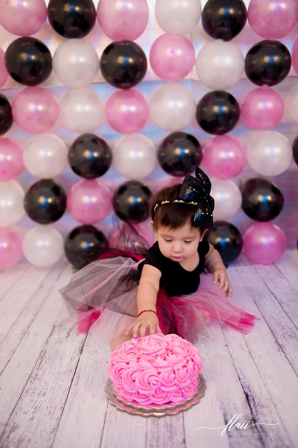 Ana Sofía Smash the Cake