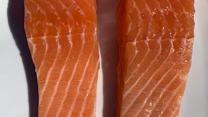 Salmon portions (Salmo salar) 1 portion