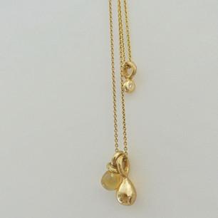 """Diamantanheng i gull med 0.025 ct diamant,og kjede 42 cm anker i 585 gull. Kr. 7500.-  """"Gulldråpen"""" kr.7000.- (Med eget gull kr. 1900.- inkl. MVA)  Citrindråpe kr. 2800.-  50 cm kjede i 585 gull, kr. 5900.- inkl. MVA"""